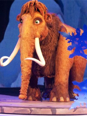 Ice Age on stage - voice of Peaches